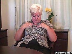 Chunky granny in stockings plays less vibrator