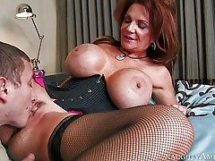 Deauxma is a gorgeous mature nymph with fantastic ginormous jugs